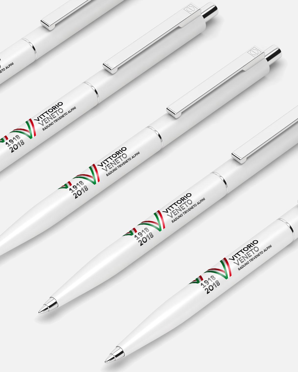 Progettazione grafica penne Raduno Triveneto Alpini | Kora Comunicazione