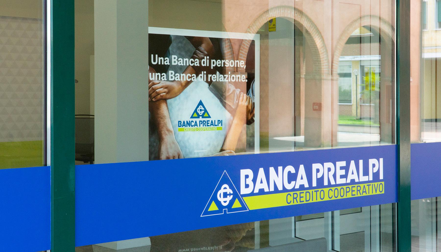Progettazione allestimento Banca Prealpi SanBiagio | Kora Comunicazione